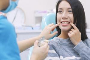 【歯茎を短くする手術?】ガミースマイル治療で笑顔に自信を取り戻す