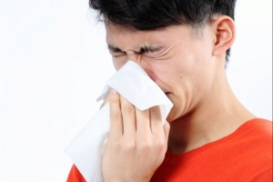 アレルギー性鼻炎の原因は体質?根本的な治療法はないの?