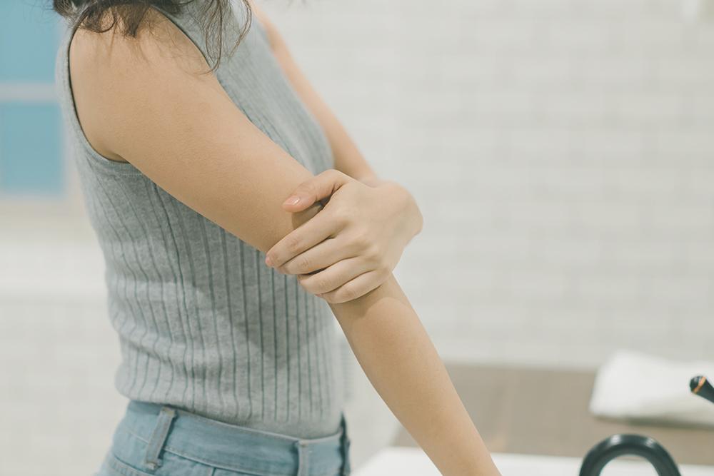 【医師が解説】乾癬ってどんな病気?不衛生でも、うつる病気でもない