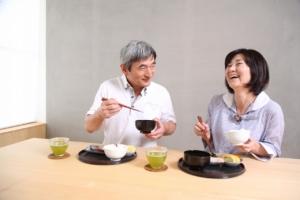 食事中によくむせる人は嚥下障害の可能性。症状と治し方+予防方法