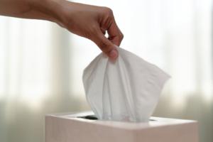 鼻水が臭い…原因は風邪?副鼻腔炎の心配も。病院は何科を受診する?