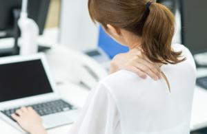 【ひどい肩こりが吐き気を起こす】ストレスが原因?病院は何科?