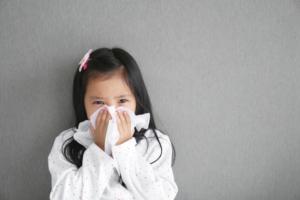 溶連菌感染症で咳がひどい。いつまで続く?咳でうつる? 医師監修