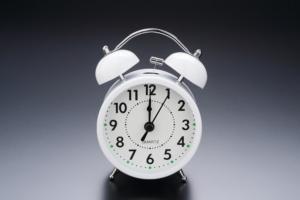 なぜ?夜に咳が止まらない…止めるための対処法を医師が解説!