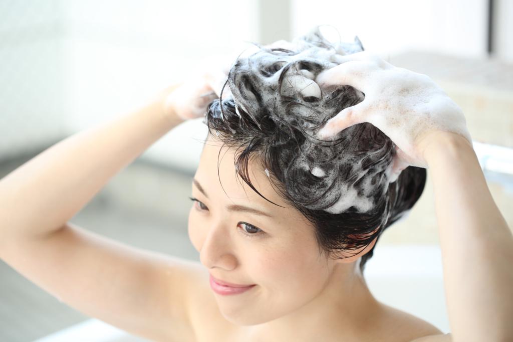 頭皮の乾燥でフケが出る!対策は?シャンプー選びや保湿方法も|医師監修