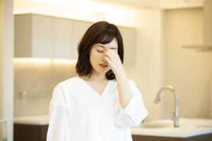なぜ?貧血で吐き気がする…冷や汗や頭痛を伴う場合も。生理との関係は?