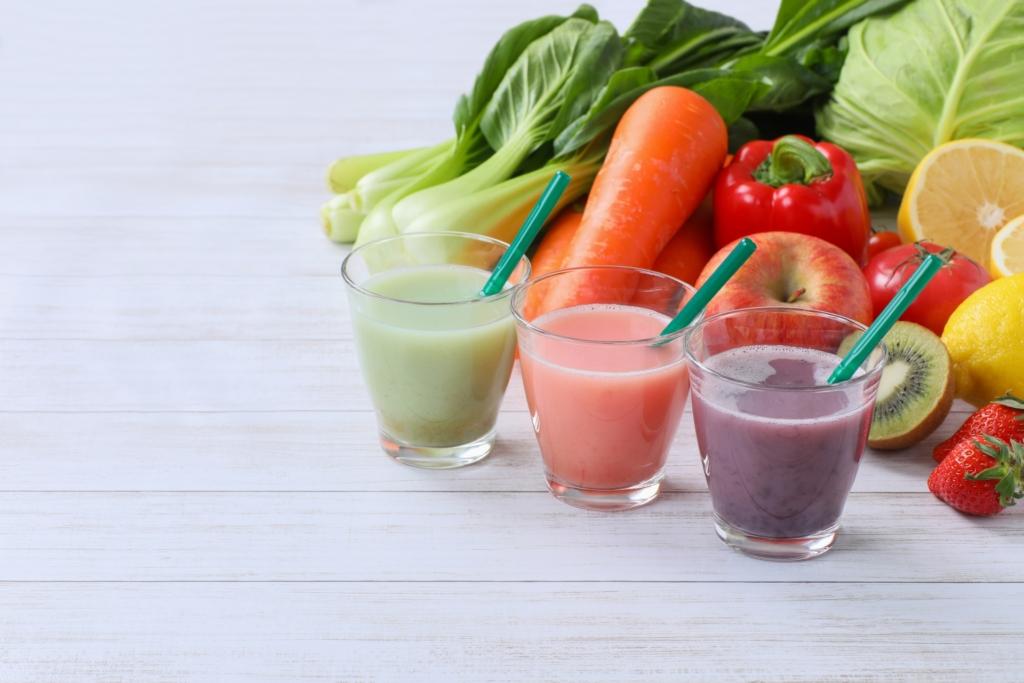 野菜ジュースに健康効果はある?摂りづらい栄養素とは|朝飲むのがおすすめ