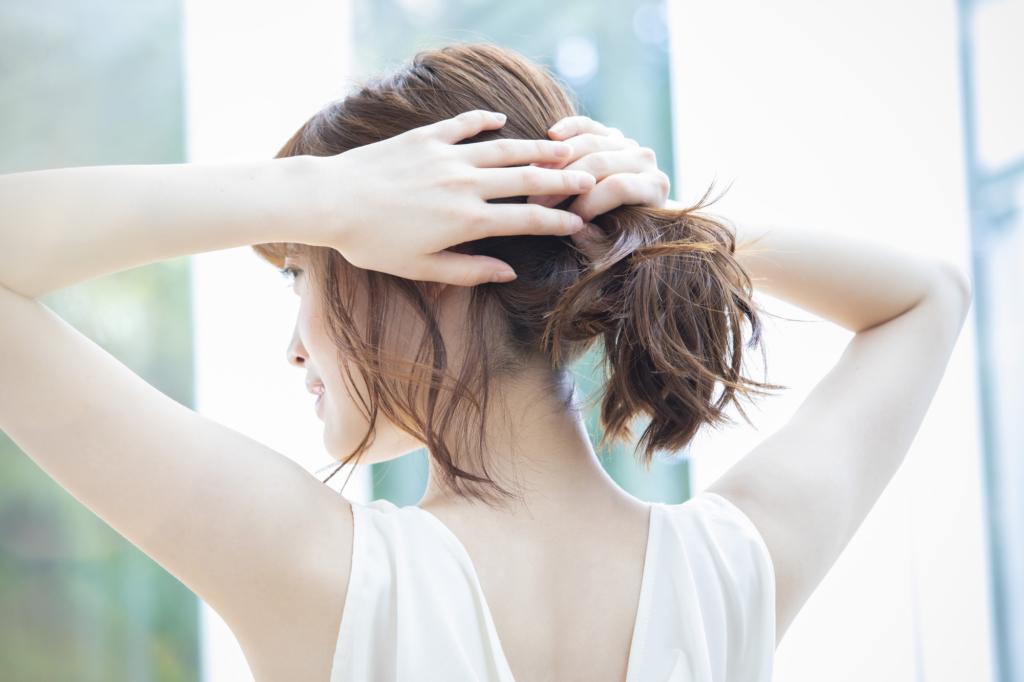 背中ニキビの原因は【皮脂・菌・病気】薬やボディソープで改善!跡を残さない方法も