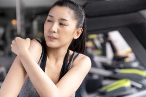 筋肉痛の治し方|湿布やお風呂で早く治すには?股関節、ふくらはぎ、腹筋など。