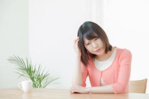 なぜ?お酒を飲むと頭痛が起こるワケ【5つの治し方】薬は飲んでも良い?