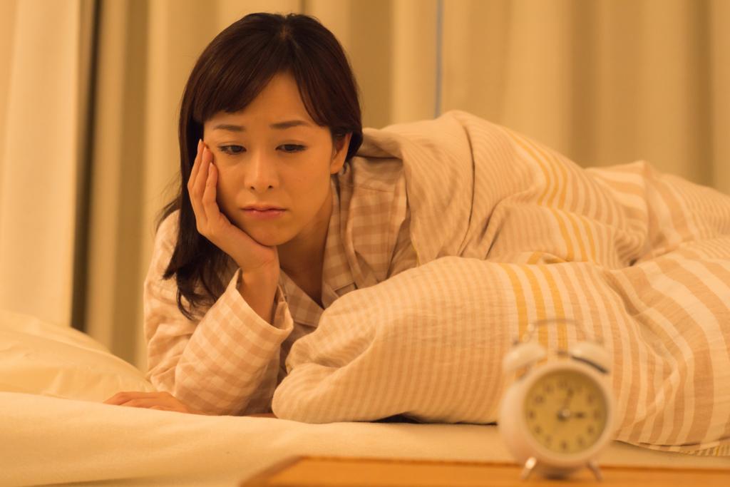 なぜ?夜、寝たいのに眠れない【9つの対処法】飲み物や薬。病気の場合も。