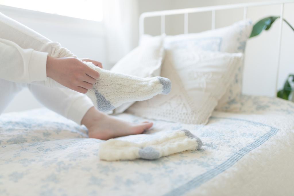 靴下を履いて寝るのがNGな理由|冷え性悪化も?メリットはあるの?