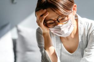 新型コロナウイルス|症状の特徴や潜伏期間。重症化しやすい人は?