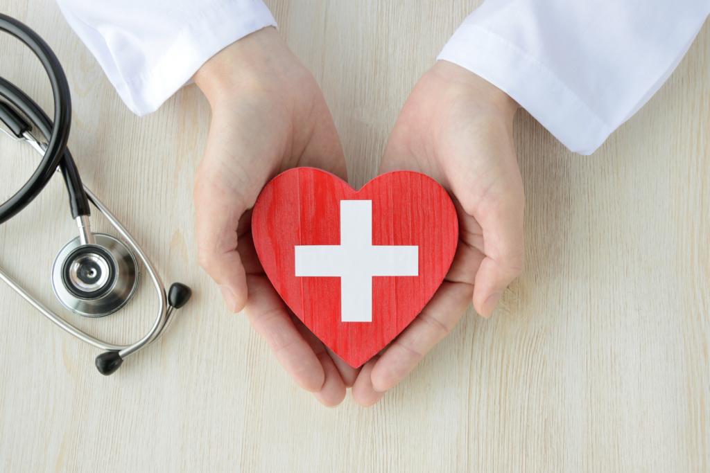 胸の真ん中の痛みは何科で受診?原因はストレス?すぐ病院に行く危険な症状も