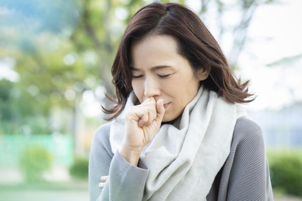 なぜ?熱はないのに乾いた咳が続く理由 ストレス?病気?病院に行く目安も