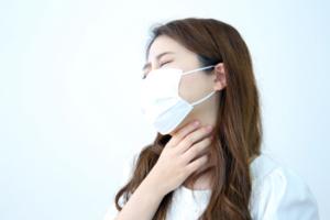なぜ?唾を飲み込むと喉が痛い…熱はない場合に考えられる8つの原因