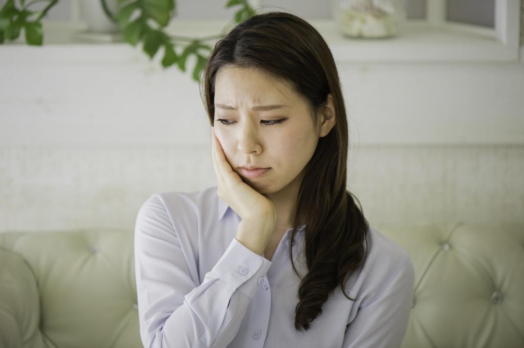 【薬・冷やす・ツボ】歯が痛くて眠れないときの対処法。薬が効かない場合は?
