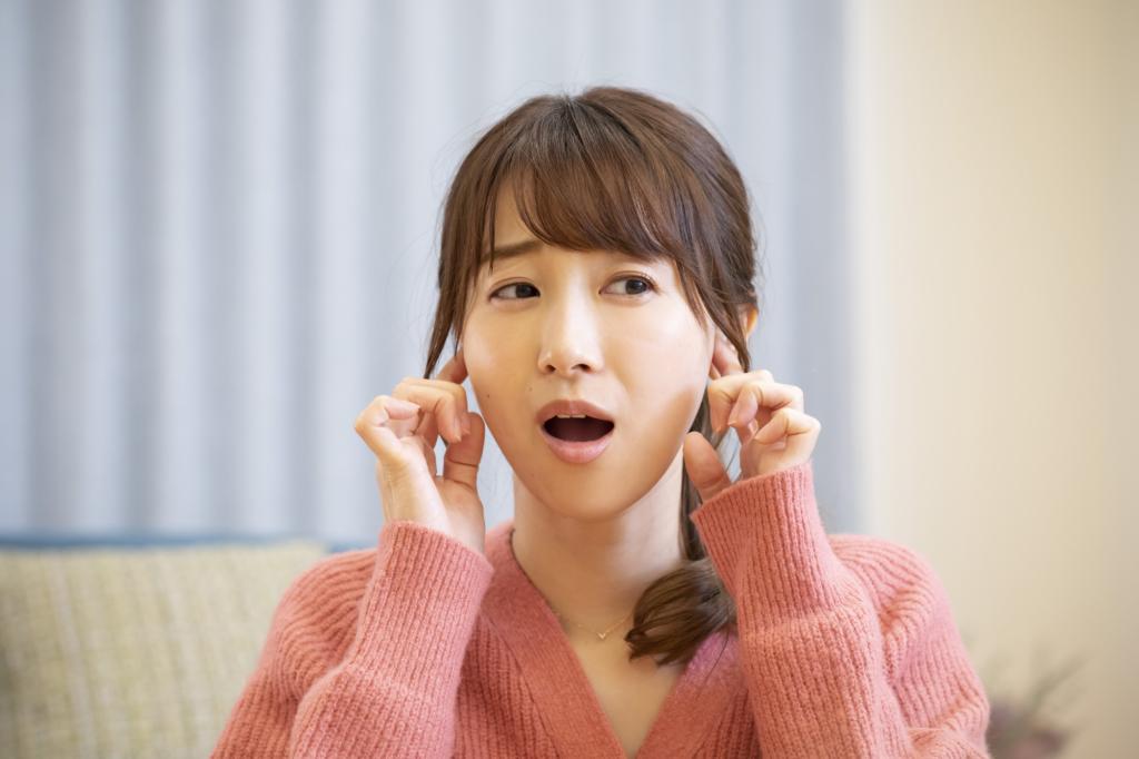 大人の中耳炎の初期症状 痛い・耳垂れ・聞こえづらい!放置はNG?