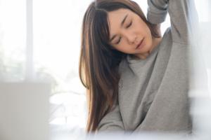 「みぞおち~背中にかけての鈍痛」は放置しない!急性膵炎かも。何科に行く?