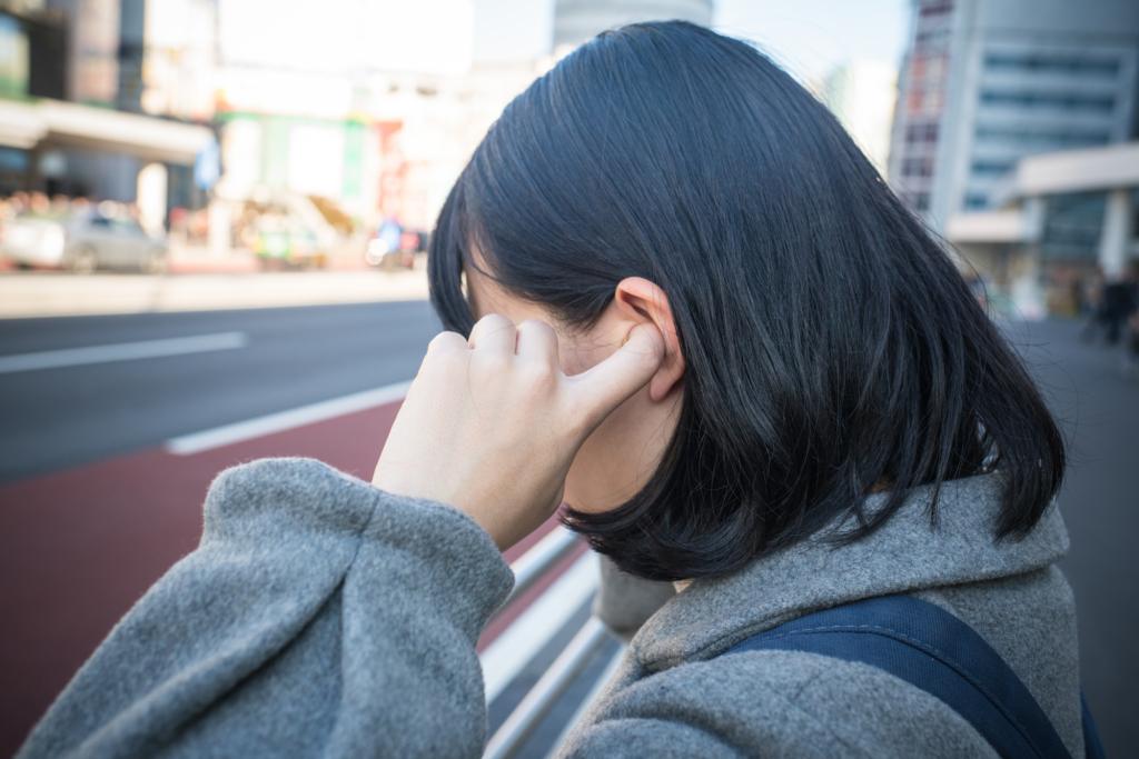 片方の耳が詰まった感じ【圧迫感・耳閉感】病院の受診目安も