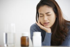 ひどい生理痛、病院の受診タイミングは?内診が怖い。費用は?【医師監修】