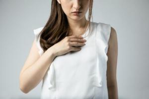 ストレスで声が出ない?「心因性失声症」かも。治し方は?病院に行くべき?