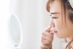 何これ?鼻の中の「白いできもの」の正体。治し方は?膿や痛みも