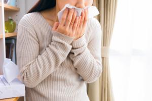 声が枯れて痰がからむ|ノド風邪やポリープかも。治し方は?病院は何科?