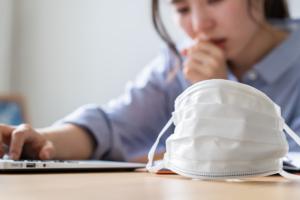 なぜ?痰が絡んで息苦しい|風邪?喘息?対処法と病院の受診目安