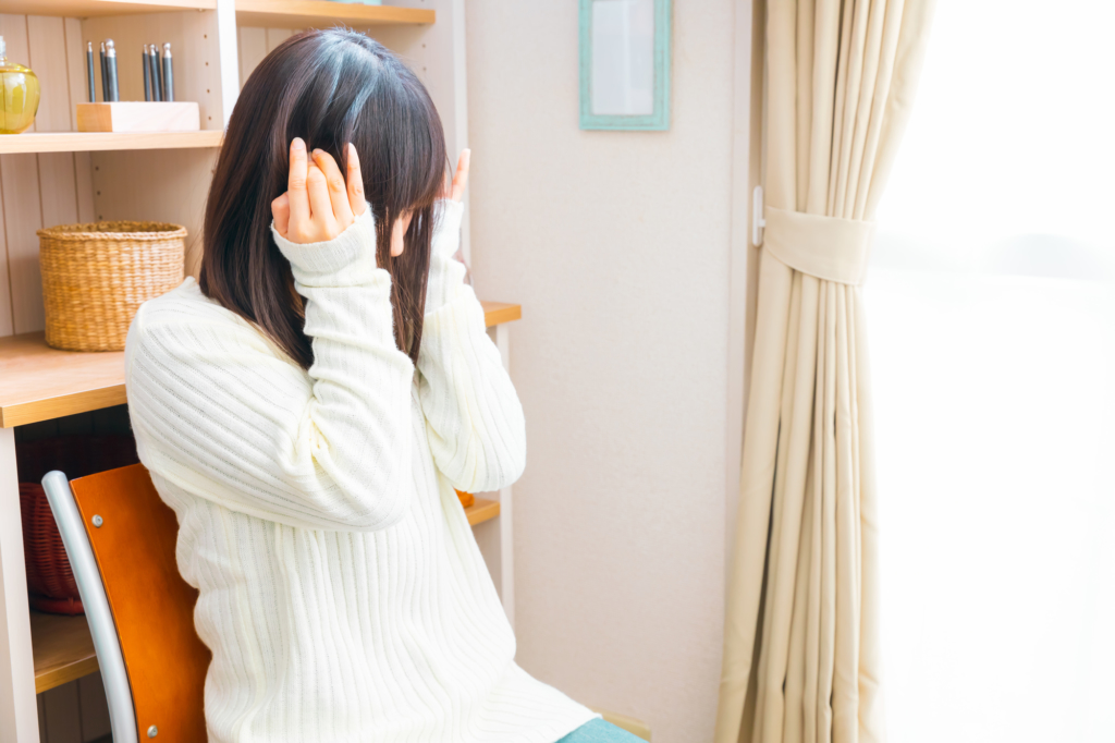 唾を飲むと耳がバリバリ・プチプチと鳴るのは「耳管開放症」かも。病院に行くべき?
