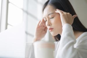 頭をぶつけた後に頭痛が続く…これ大丈夫?病院行くべき?吐き気や発熱も