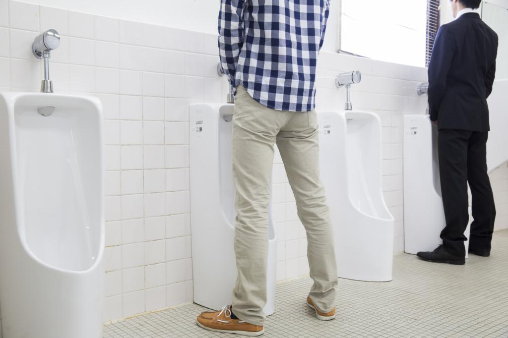 男性の「尿の出口が痛い!」排尿痛は、自然治癒する?市販薬は?【医師監修】