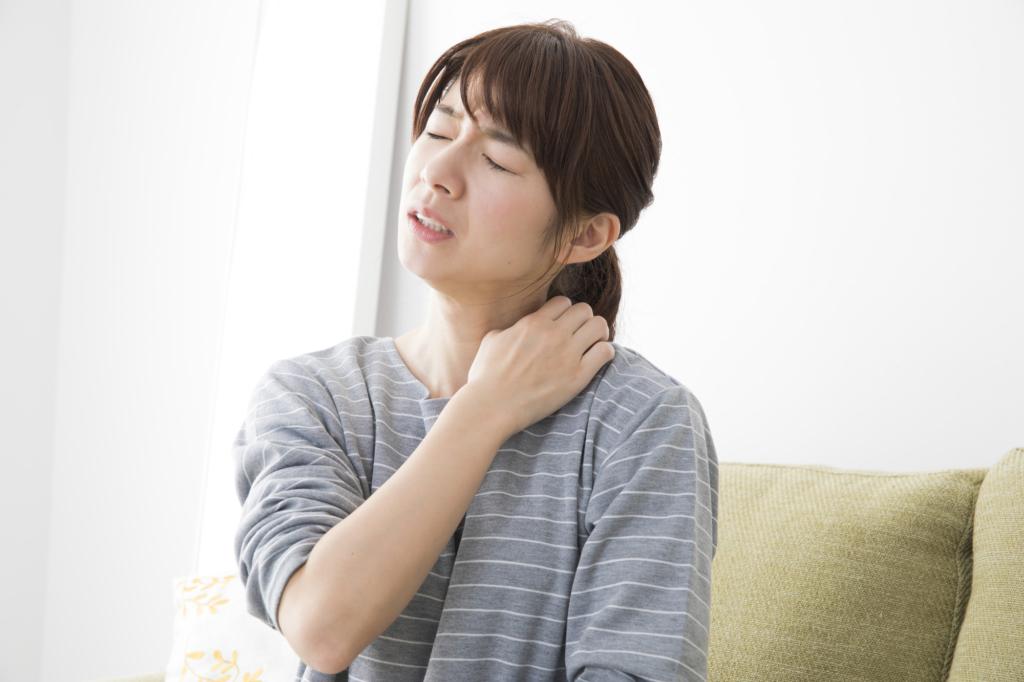なぜ?「首にだけ湿疹」しかも「痒い」…3つの皮膚の病気。対処法も