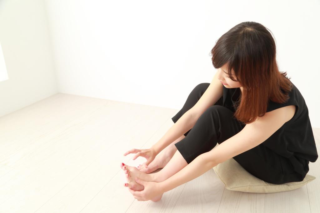 水虫ではないのに足の指の間がかゆいのは「汗疱」かも。薬と受診目安