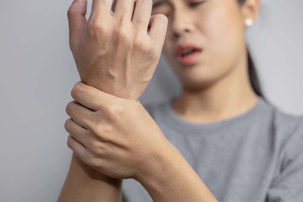 手が震える原因はストレス?自律神経失調症かも。病院は何科?