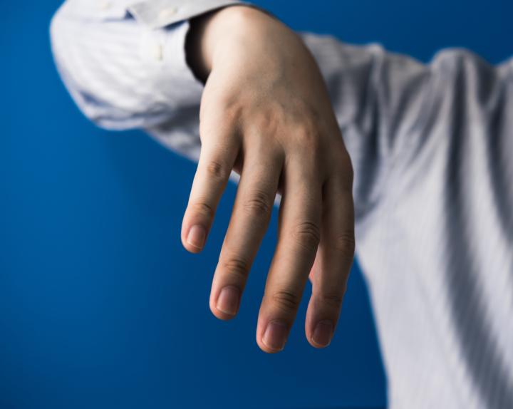 手の小指 骨折 見分け方