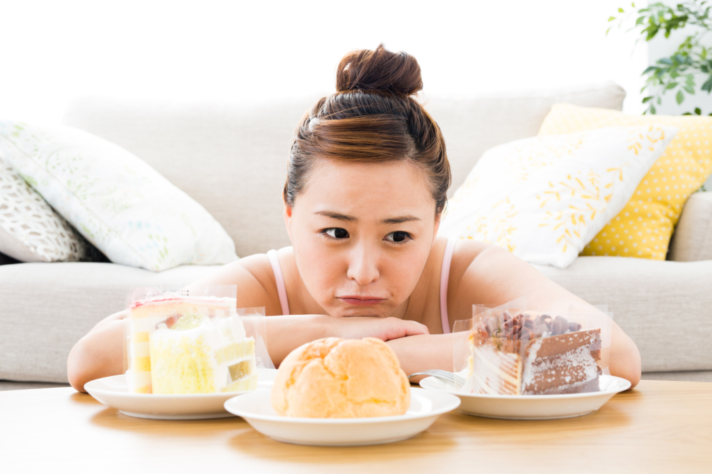 空腹なのに食欲がない…これストレスのせい?どう対処する?病院は何科?