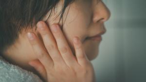 顔のしびれの原因は自律神経の乱れ?ストレス?病院は何科?