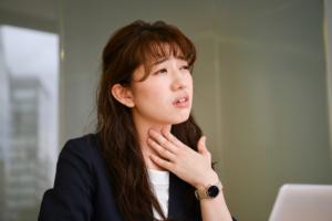 喉がイガイガ・ムズムズして咳き込む…対処法は?病院は何科?