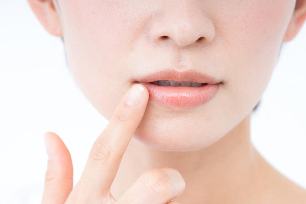 なる に 原因 ヘルペス 唇