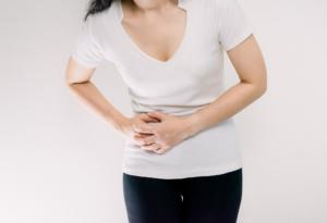 なぜ?右下腹部を押すと痛い…盲腸?女性の病気?しこりは要注意。