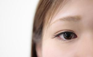 """なぜ?急激に片目の視力低下する、視界がぼやける。頭痛は""""失明""""リスクも"""
