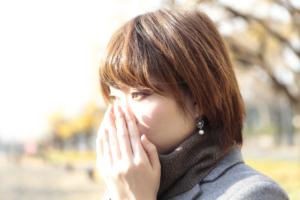 鼻の奥が片方だけ腫れるのは「鼻茸」が原因かも。対処法は?病院は何科?