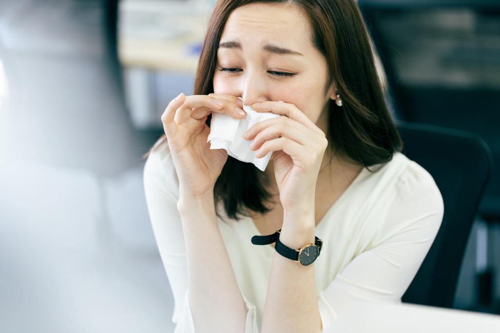 なぜ?「透明のネバネバ鼻水がずっと続く」対処法と病院に行く目安