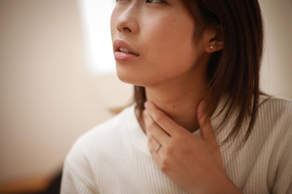 喉の違和感は「声帯ポリープ」かも。症状をセルフチェック。病院は何科?
