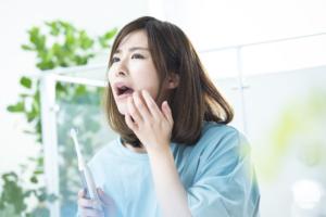 口の中にできた白い膜が取れる…「口腔カンジダ」の可能性大!対処法は?