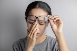 乱視が悪化…大丈夫?原因は何?急激な視力低下はすぐ病院へ!