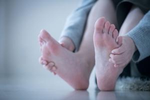 糖尿病の初期症状|足の痛み・しびれ・むくみに注意。病院は何科?