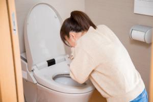 嘔吐に血が混じる|ストレスによる胃・十二指腸潰瘍に注意!病院は何科?