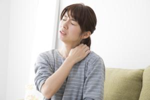 首からくる「頚性めまい」をセルフチェック。治療法は?病院は何科?